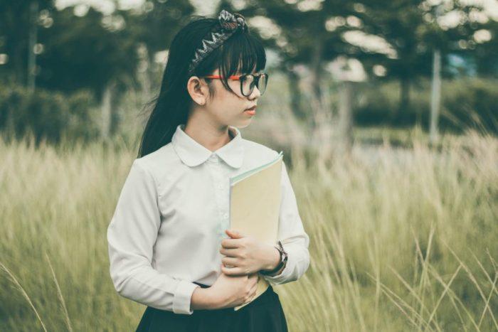 英語を勉強する中学生
